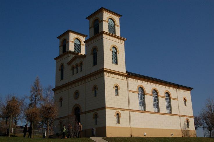 Franken: kleines Dorf mit großer Kirche