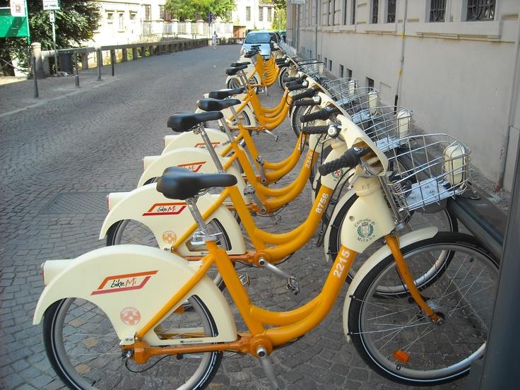 """Tu puoi noleggiare un bicicletta alle:  """"Noleggio biciclette AWS"""" -via Ponte Severo 23 -Numero: 02.67072145 -www.awsbici.com  -lunerdi - sabato, 9:00 am– 1:00pm; 3:00pm – 7:00pm"""