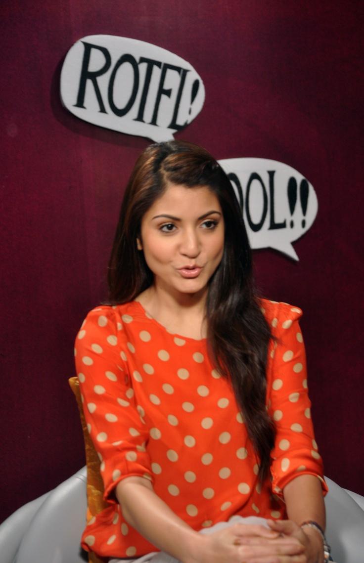 What do you think Anushka Sharma is saying? #anushkasharma #zoomtv #bollywood
