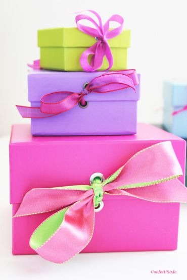 Gift Wrap Inspiration by ConfettiStyle http://confettistyle.com/gift-wrap-inspiration-a-new-way-to-add-ribbon/#more-17907