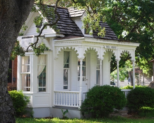 lovely porchVictorian House, Tiny House, Little House, Guest House, Tiny Cottages, Dolls House, White House, Playhouse, Little Cottages