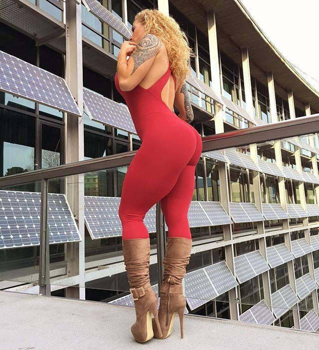 ❤️Não importa as dificuldades que aparecem no caminho, eu quero caminhar para SEMPRE do seu lado  .  COMMENTS AND TAG YOUR FRIENDS!✅ . Body By @victorialombafit . #me #instagood #instagramers #instagram #follow #fashion #cute #victorialomba #happy  #викторияломба #настоящаястраница #фитнесмодель  #фитнес #красота #модель #красотка #секси #эротика #ножки #попка #малышка #девушка #чудо  #супер #фигура #бикини #тело #body #фитоняшка #мотивация
