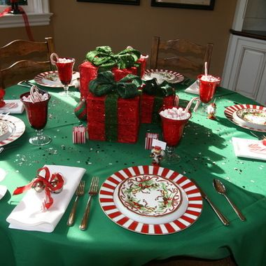 Christmas Wedding Ideas I Love The Gift Wrapped Boxes As