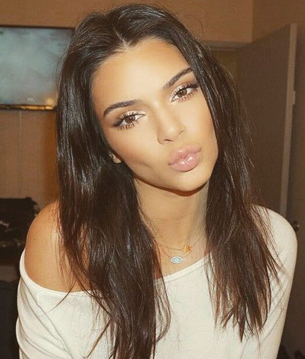 Kendall Jenner bronzed and glowing makeup