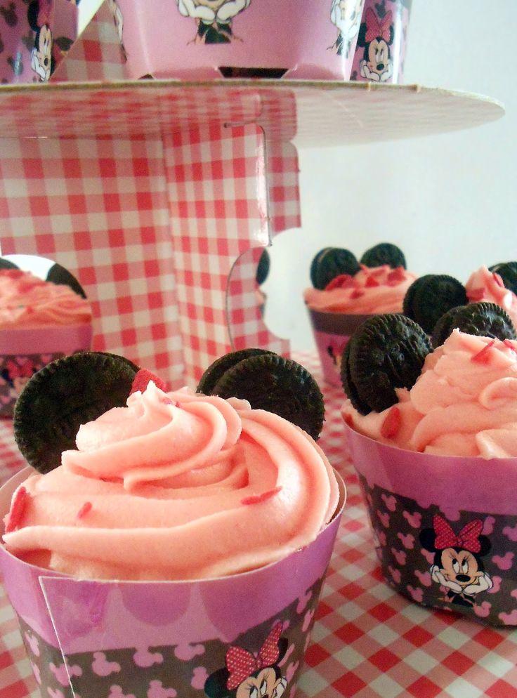 Le voyage du gateaux:       Η τούρτα της minnie, τα cakepops και τ...