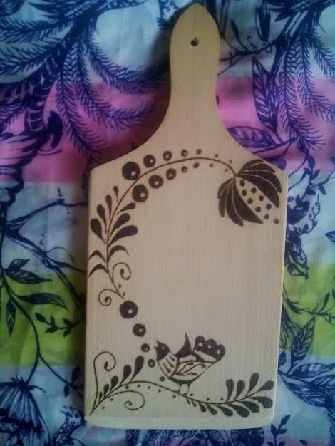 Make some wood burning and the chopping board looks so lovely