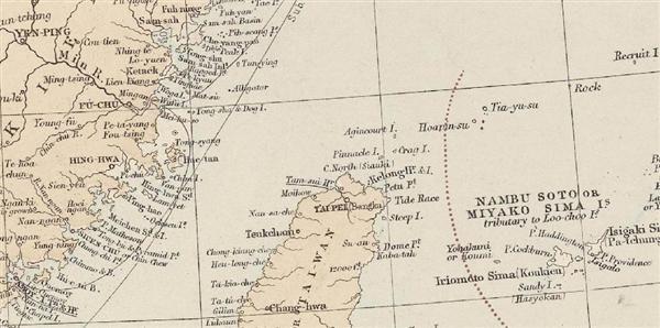 「スタンフォード地図店」が1887年に発刊した「ロンドン・アトラス」では、赤いラインで尖閣諸島の西側に国境線を引いている