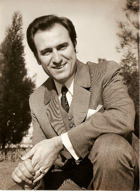 Manolo Escobar (Las Norias de Daza, El Ejido, Almería, 19 de octubre de 1931 – Benidorm, Alicante, 24 de octubre de 2013), cantante español de copla andaluza y canción española.