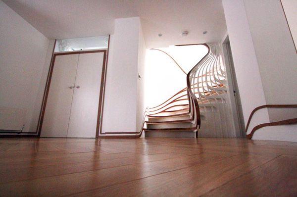 Το Atmos Studio είναι ένα πειραματικό εγχείρημα του Alex Haw, αρχιτέκτονος & καλλιτέχνη που ασχολείται με το design, την έρευνα, την τέχνη και το αστικό περιβάλλον. Το Atmos Studio έχει σχεδιάσει διάφορα αρχιτεκτονικά έργα, τόσο σε σπίτια ιδιωτών, όσο και σε δημόσια κτίρια, videos, και εγκαταστάσεις.