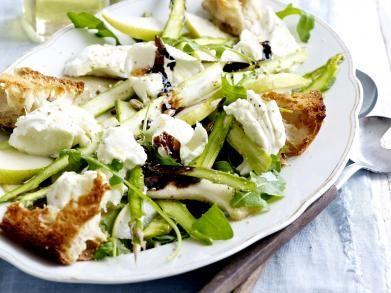 Salade met mozzarella, peer en groene asperges (Libelle Lekker!)
