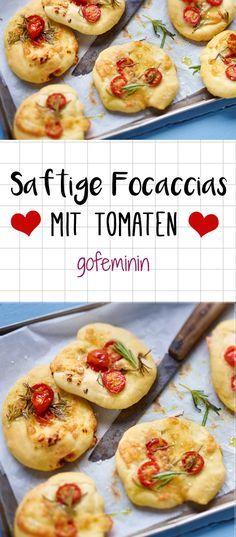 So lecker und saftig: Schnelle Focaccias mit Tomaten und Mozzarella. das ganze Rezepte gibt's auf gofeminin.de.