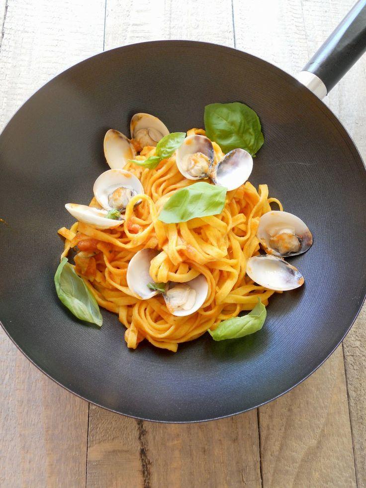Tagliatelle all'uovo di #LucianaMosconi con #vongole e #curry - #ricette #recipe #primipiatti #food #pasta #tagliatelle