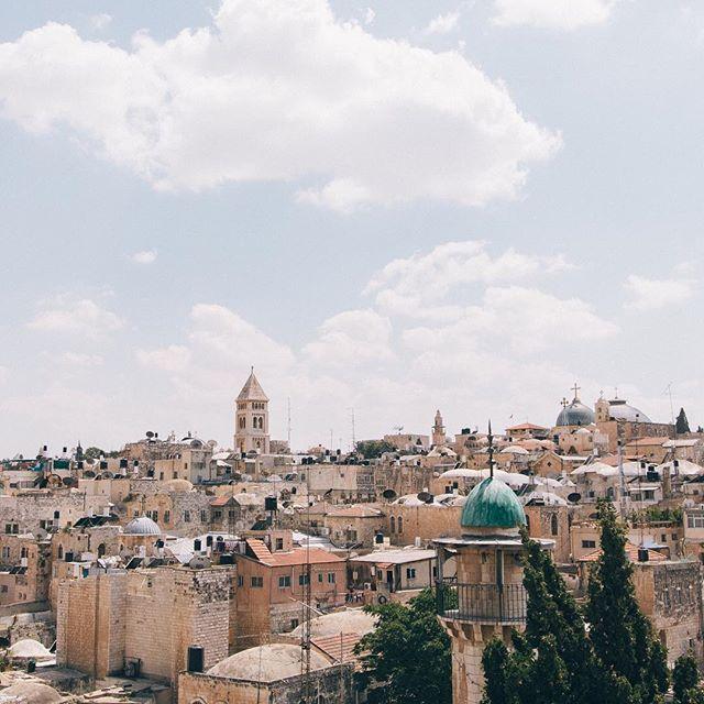 Rooftops of Jerusalem Feature: Rob Bye @RobertBye Discover: unsplash.com/robertbye