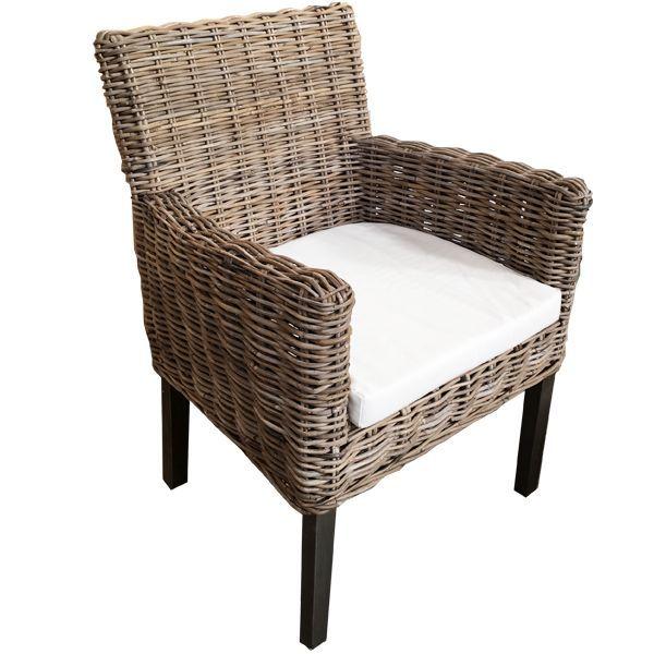 Deze rieten stoel Mauritz is 60 cm breed, 65 cm diep en 83 cm hoog. De rieten stoel is zeer geschikt voor bij de keukentafel of bij de salontafel.
