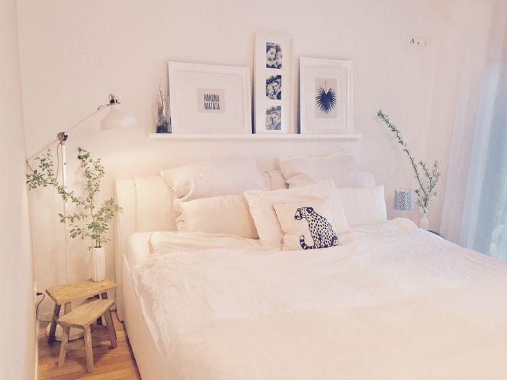 Schlafzimmer in Creme weiß Holz