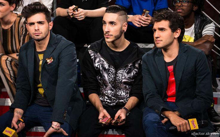 Leonardo Decarli e Federico Clapis insieme a Madh nel #backstage di X Factor durante la quinta puntata. #Outfit #Atpco. #xfactor