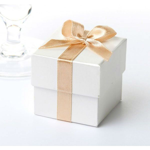 wedding favour ribbon boxes -  Low cost Wedding favour ideas, DIY wedding favours, wedding favour gifts, wedding favour boxes and wedding favour bags, low cost wedding favour ideas