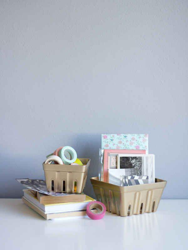 Sprühen Sie Ihre Beerenkörbe für einen niedlichen Schreibtischorganisator. | 33 unglaublich süß …