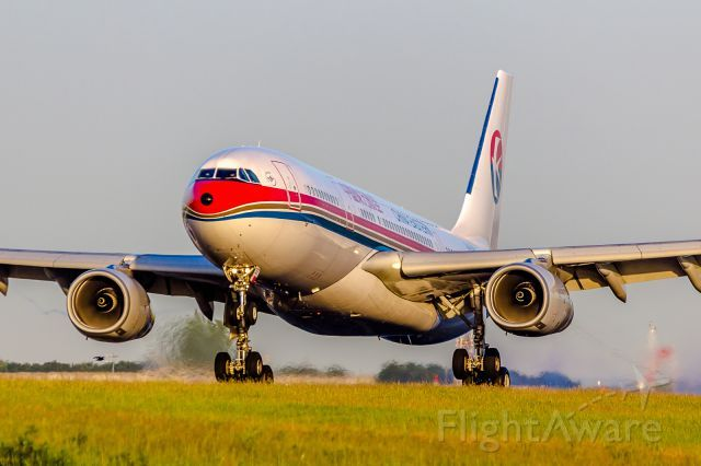 China Eastern A332 (B-5937)
