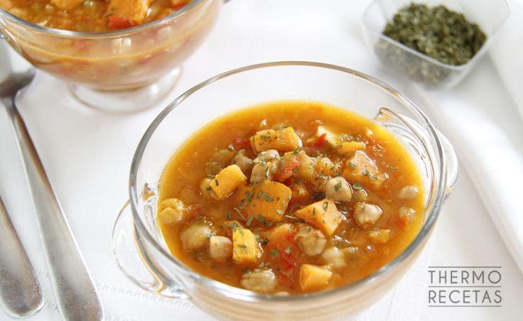 Descubre como preparar un estofado de garbanzos y boniato con tu Thermomix. Un plato sano, saludable y listo en 30 minutos.
