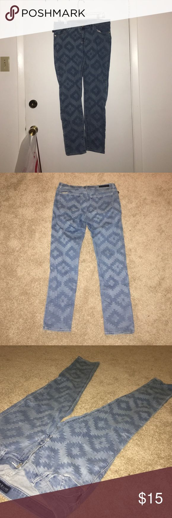NEW Rock and Republic Light Blue Skinny Jeans Brand New! Never Before Worn! A pair of light blue skinny jeans with a geometric pattern. Fits great and looks great! Rock & Republic Jeans Skinny