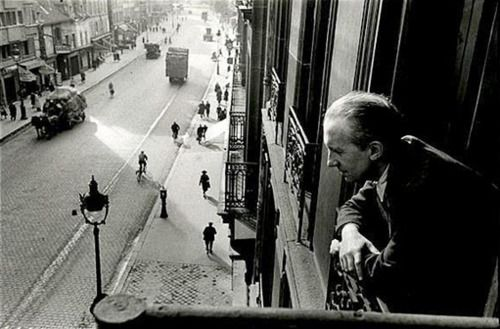 Paul Eluard in Paris / Henri Cartier-Bresson c.1940