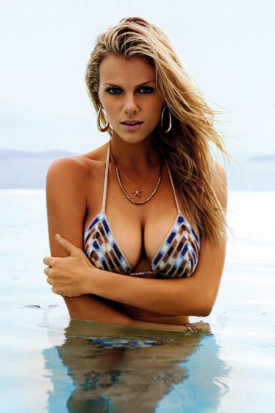 brooklyn_decker_bikini_1a