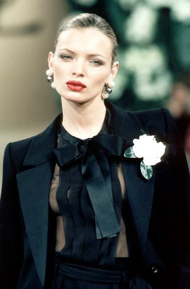 ESTHER CAÑADAS in Yves Saint Laurent, Haute-Couture spring/summer 1999