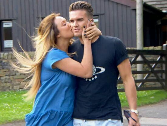 charlotte and gary dating Charlotte crosby admits she'll 'probably never trust gaz' – but the pair are still dating  charlotte crosby has had her ups and downs with co-star gary beadle.