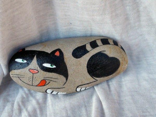 Pietra colorata gatto