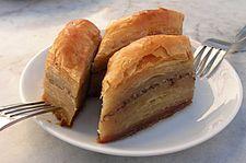 Baklava - Turkey バクラヴァ(英、トルコ語: baklava)は、中東、西アジア、中央アジア、カフカース地方、バルカン半島、北アフリカで人気のある甘いペーストリー