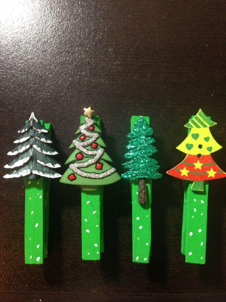 Más ganchos de ropa navideños