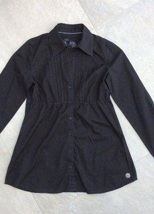 Schwarze Bluse von QS by S.Oliver langärmelig, Ärmel krempelbar und mit Knopf zu fixieren
