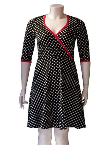 Sort plus size kjole med prikker #retrodress #modernretro #plussize #fashion