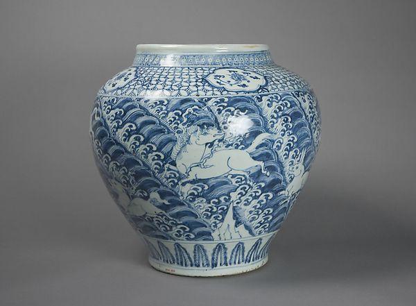 Jar с крылатых животных над волнами  китай