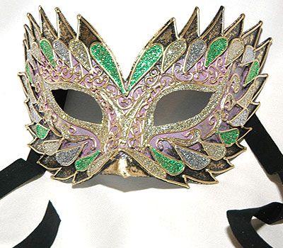 Flash Rosa V19 - Maschera realizzata interamente a mano, in cartapesta e decorata con colori acrili e glitter.