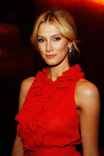 Delta Goodrem Photos - Singer and former cancer patient Delta Goodrem arrives for the gala dinner to raise funds for the new  AUD100 million Cancer Centre being built at St Vincent`s Hospital  by The Garvan Institute of Medical Research, St Vincent`s and Mater Health Sydney, at the Four Seasons Hotel on October 22, 2008 in Sydney, Australia. - St Vincent's And Garvan Institute Gala Dinner