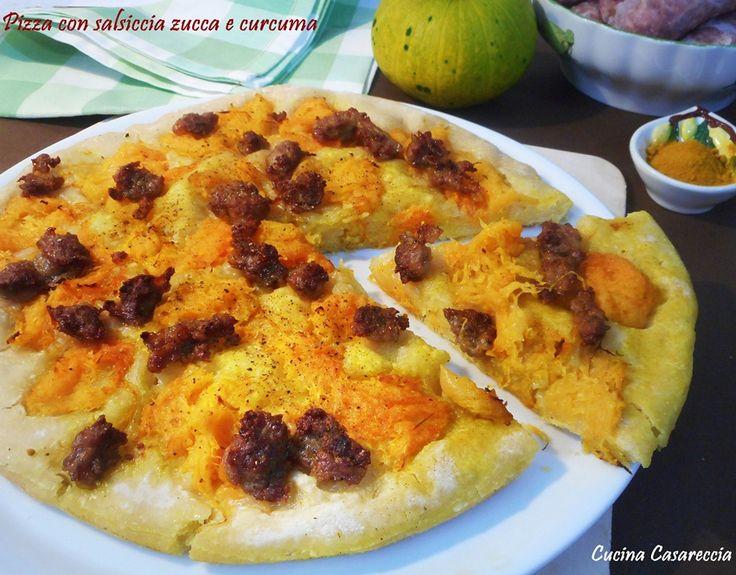 Pizza con salsiccia zucca e curcuma una ricetta lievitati davvero buona ideale per una cena tra amici o un buffet per una festa una pizza preparata in casa