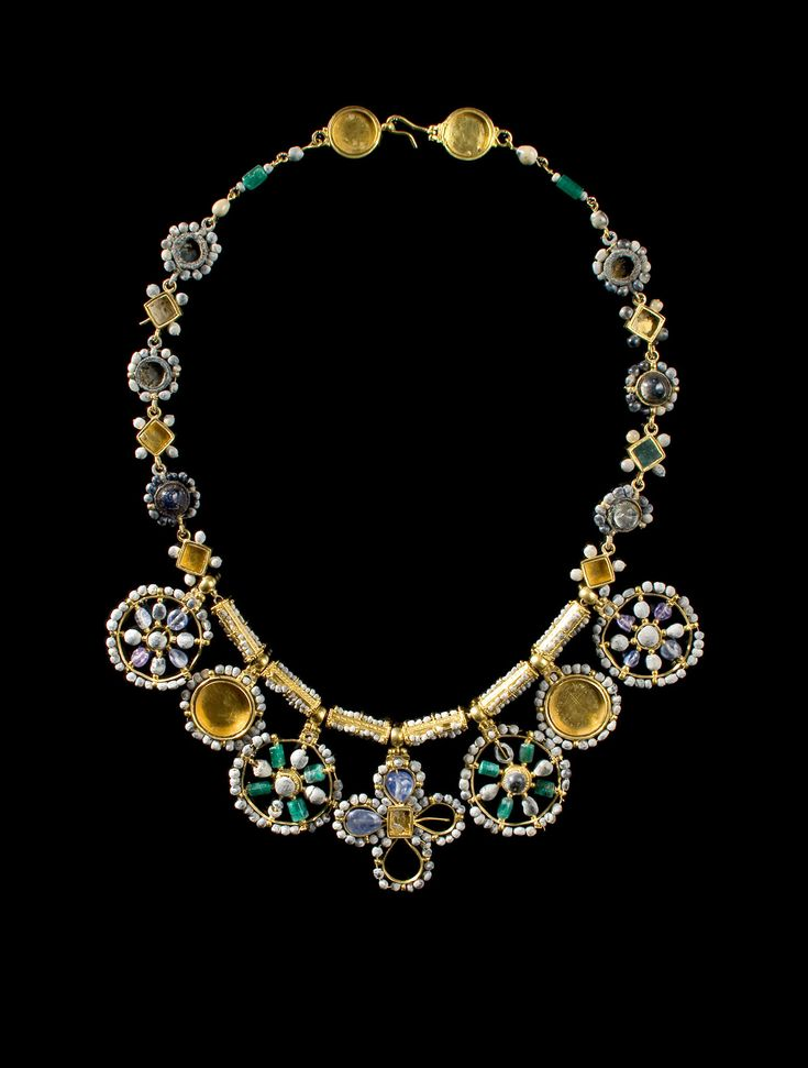 Princely Necklace with Large Pendants. Culture : Byzantine. Period : 6th – 7th century A.D. - Gold, beads, sapphires, emeralds, amethysts and glass paste.