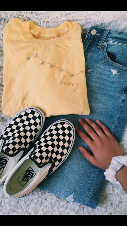 ootd- Top: Brandy Melville Choker: Brandy Melville Shoes: Vans Jeans: American Eagle Scrunchie: Target