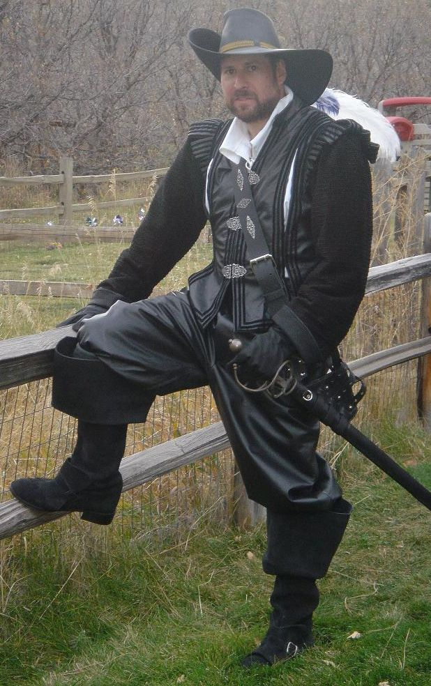 leather doublet... doubt I could make this myself...but Tim would be all for it! Renaissance festival costume