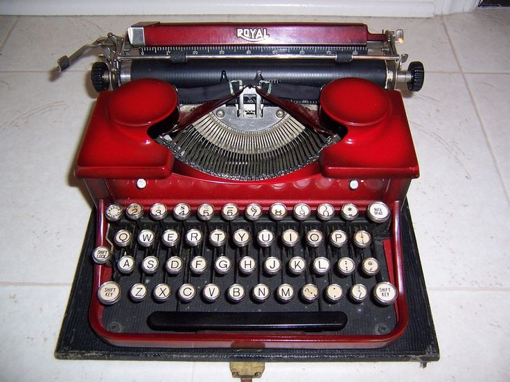 ANTIQUE ROYAL RED PORTABLE TYPEWRITER WITH CASE CIRCA 1920's #SmithCorona