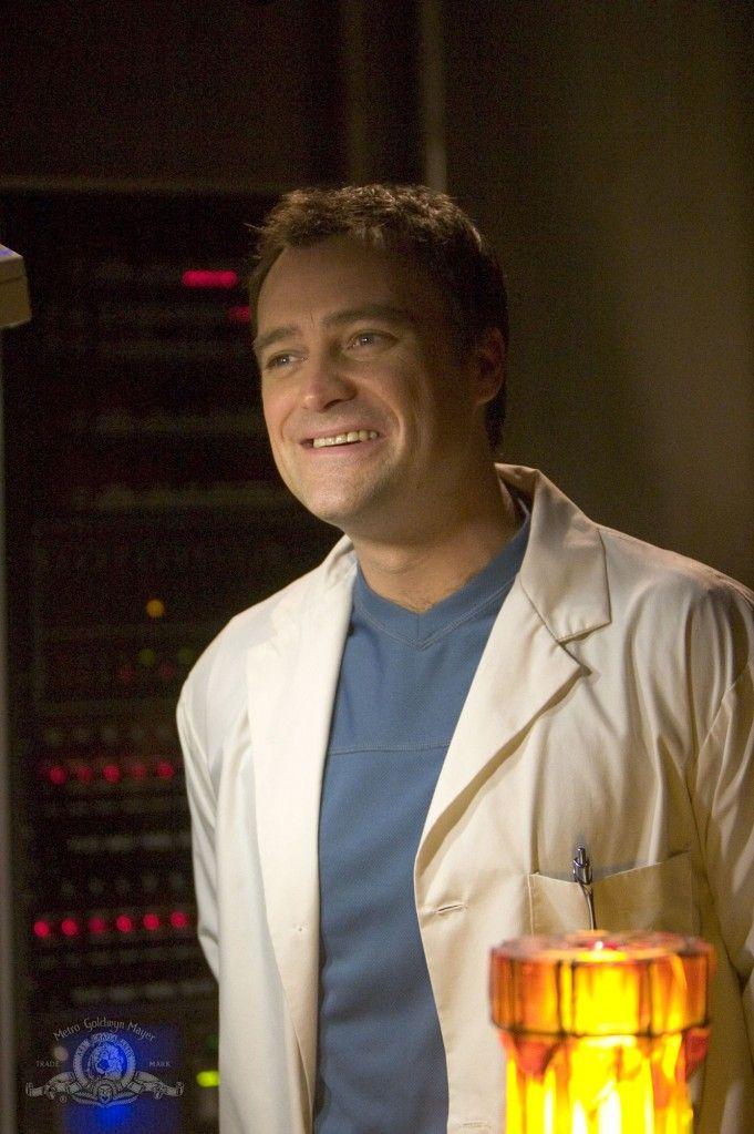 adorable smile of Dr. Rodney McKay (David Hewlett) on SGA - S1E9 Home