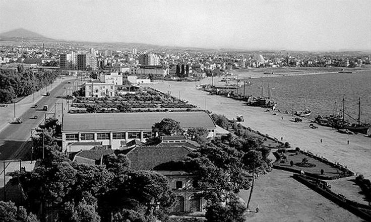 Τα θέατρα κάτω από τον Λευκό Πύργο τη δεκαετία του 1950 (Φωτ. Γιώργου Λυκίδη)