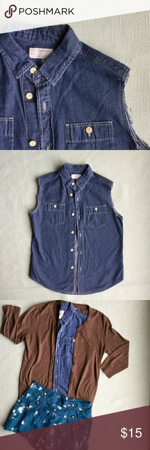 """Sleeveless Chambray Top-- J.Crew Just in time for summer- chambray J.Crew button up top. Throw a cardigan or sweater over top and you're ready for the office!✨✨✨ Bust from pit to pit: 17"""" Length from shoulder: 21"""" Length from underarm to hip: 12"""" J. Crew Tops Button Down Shirts"""