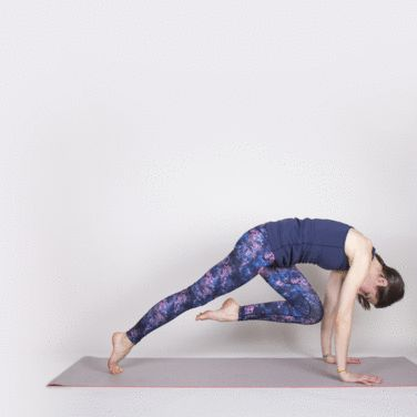 Dynamic Core Plank Series #pilates #workout #fitness http://greatist.com/move/mat-pilates-workout