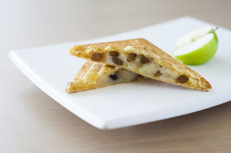 Let us be the apple of your eye.   Stewed apple segments, cinnamon, raisins and maple syrup in a puff pastry jaffle. The Clay's Apple Pie is out-of-this-world tasty.