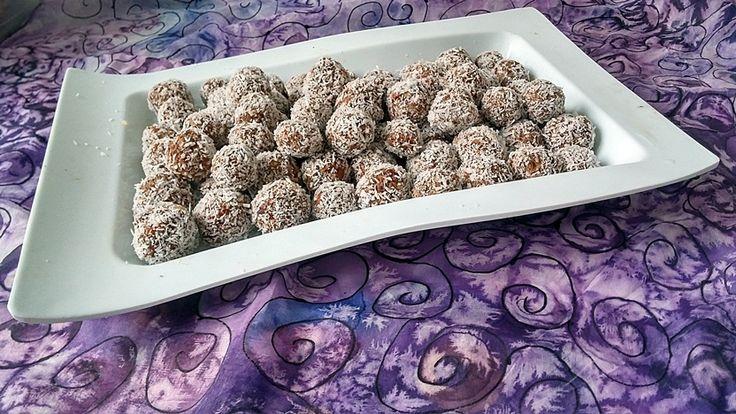 asztalt gyümölcsös vegán kókuszgolyó