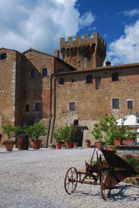 Castello di Spedaletto, located between Bagno Vignoni e Pienza, in the beautiful Val d'Orcia