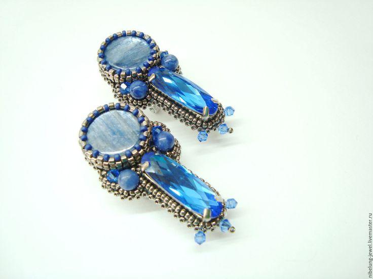 Купить Синие серьги с кианитом и кристаллом из бисера Ледяная Королева - синие серьги, серьги из бисера